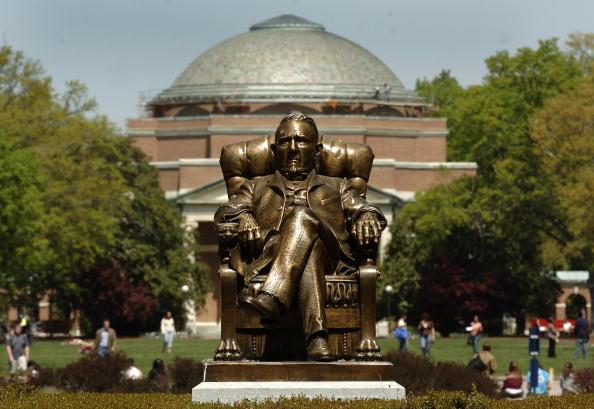 Duke「Duke University Rape Investigation Continues」:写真・画像(0)[壁紙.com]