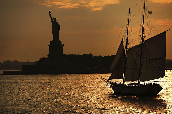 Statue of Liberty - New York City「Statue Of Liberty Stands In New York Harbor On Eve Of July 4th」:写真・画像(19)[壁紙.com]