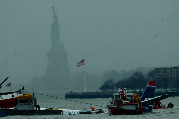 飛行機「US Airways Passenger Jet Crashes Into Hudson River By NYC」:写真・画像(13)[壁紙.com]