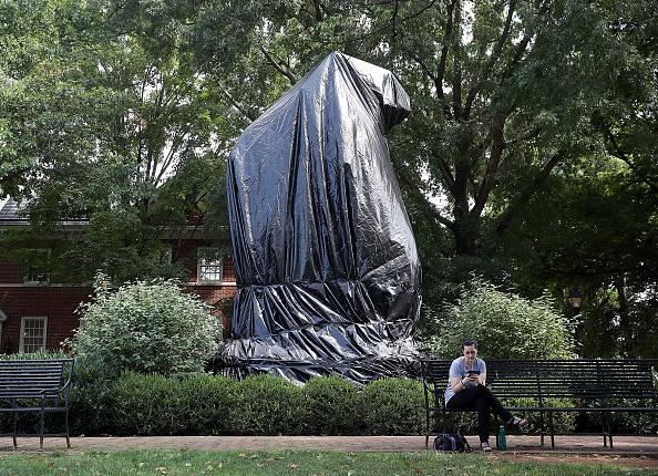 像「Charlottesville City Council Votes To Cover Statues Of Robert E. Lee And Stonewall Jackson」:写真・画像(5)[壁紙.com]