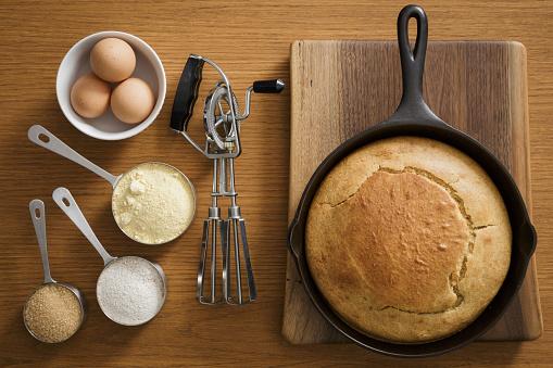 Corn Bread「Cornbread in cast iron pan with ingredients」:スマホ壁紙(8)