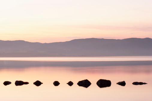 Footpath「Ireland, Ulster, County Donegal, Mulroy bay, stepping stones, dusk」:スマホ壁紙(10)