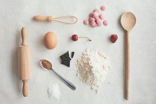 ケーキ「キッチン用品や食品に白背景に - knolling」:スマホ壁紙(12)