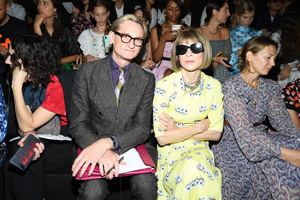 Front Row「Schiaparelli : Front Row - Paris Fashion Week - Haute Couture Fall/Winter 2019/2020」:写真・画像(17)[壁紙.com]