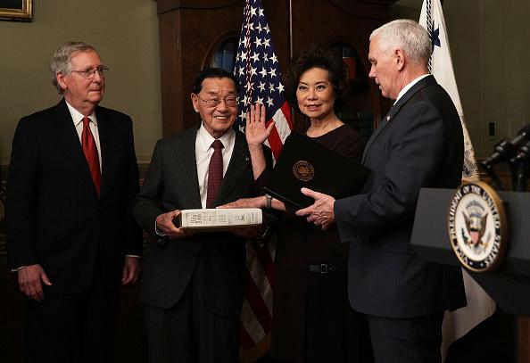 Elaine Chao「Vice President Pence Swears In Elaine Chao As Transportation Secretary」:写真・画像(0)[壁紙.com]