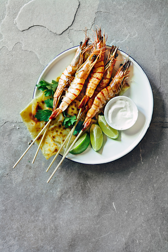 Prawn - Seafood「Tandoori prawn skewers with lime yoghurt dressing and roti」:スマホ壁紙(9)
