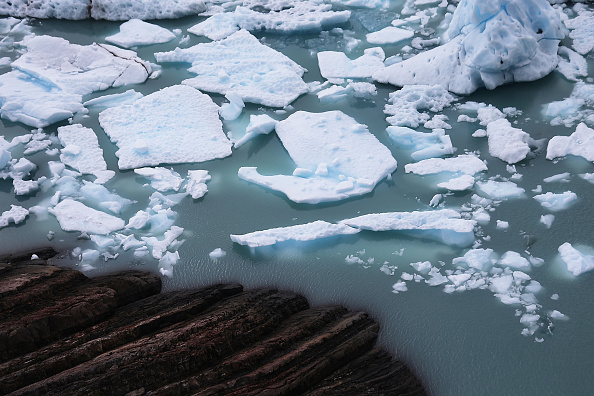 Melting「Global Warming Impacts Patagonia's Massive Glaciers」:写真・画像(2)[壁紙.com]