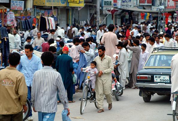 Indian Subcontinent Ethnicity「Crowded Street, Islamabad, Pakistan」:写真・画像(13)[壁紙.com]