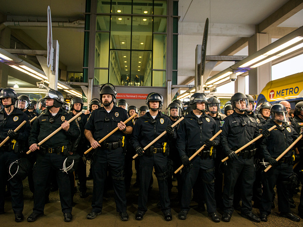 Minnesota「Black Lives Matter Activists Group Protest at the Mall of America and the Minneapolis-St. Paul Airport」:写真・画像(14)[壁紙.com]