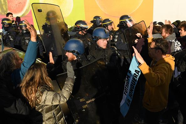 Effort「Separatist Catalonian Protesters Block The Border Between France And Spain」:写真・画像(3)[壁紙.com]