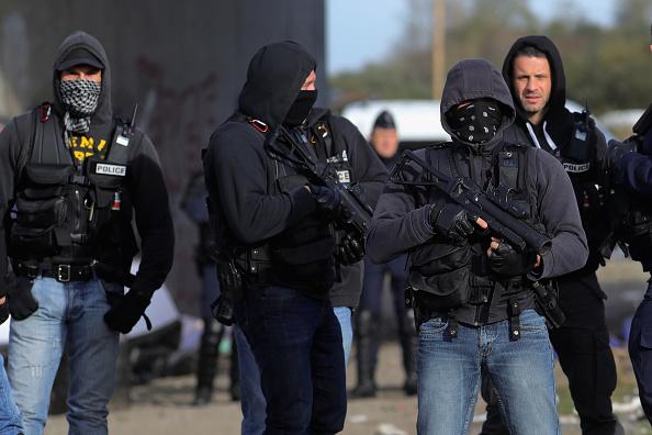 Calais「Large Scale Demolition Of The Calais Migrant Camp Begins」:写真・画像(17)[壁紙.com]