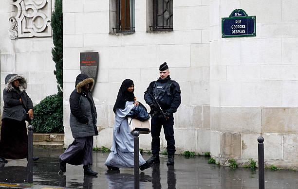 Paris Marks a Week Since Terror Attacks:ニュース(壁紙.com)