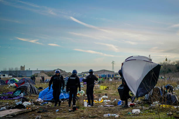 Migrants Gather Along The Northern French Coast:ニュース(壁紙.com)