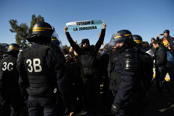 Effort「Separatist Catalonian Protesters Block The Border Between France And Spain」:写真・画像(5)[壁紙.com]