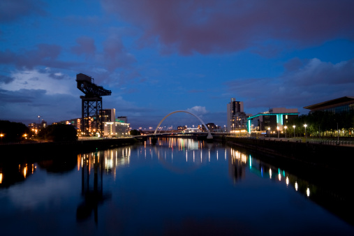 Royal Blue「Glasgow Skyline at Night, looking along the River Clyde.」:スマホ壁紙(10)