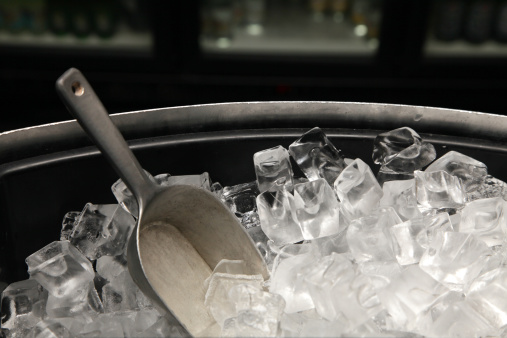 Bucket「A photograph of a bucket of ice with a trowel」:スマホ壁紙(18)