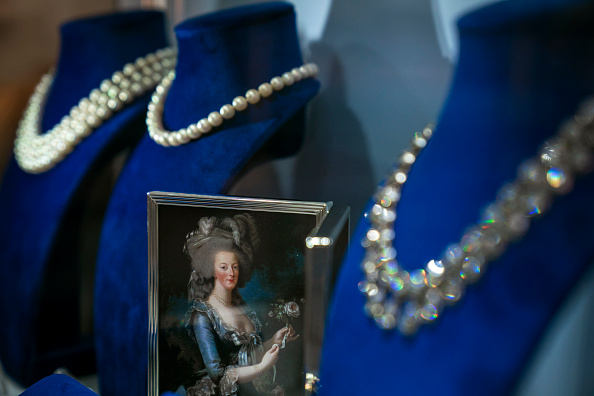 Jewelry「Jewelry Worn By Marie Antoinette Goes On Display At Sotheby's Auction House」:写真・画像(0)[壁紙.com]