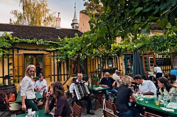 Vintner「Typical Viennese Wine Tavern Musicians」:写真・画像(11)[壁紙.com]