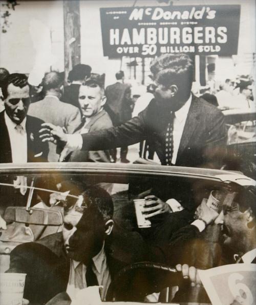 History「Oldest McDonald's Celebrates 50 Years」:写真・画像(7)[壁紙.com]