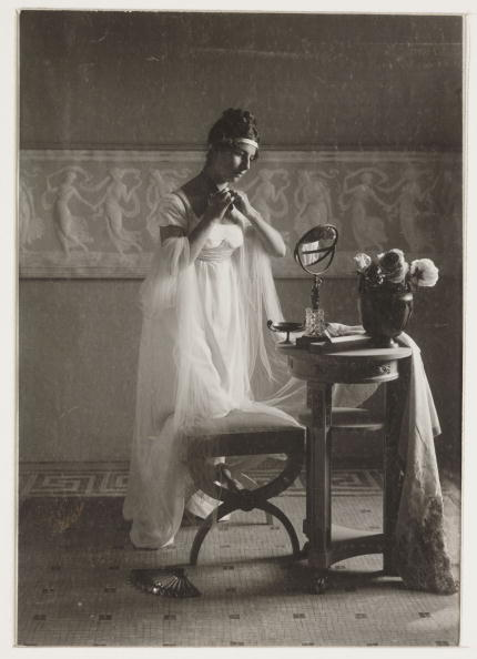 Dressing Table「Classical costume scene, c 1905.」:写真・画像(2)[壁紙.com]