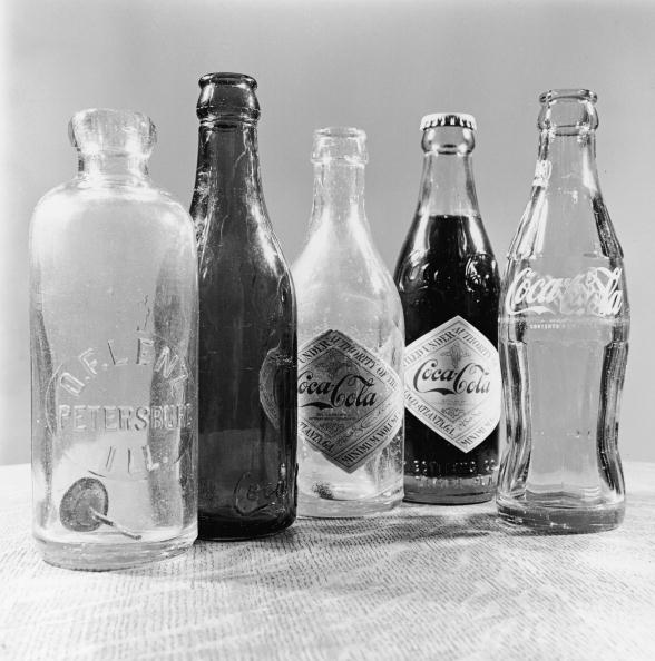 Hulton Archive「Soda Bottles」:写真・画像(1)[壁紙.com]
