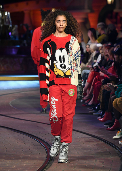 ミッキーマウス「Disney kicks off 'Mickey the True Original' campaign in celebration of Mickey's 90th anniversary with a fashion show at Disneyland featuring a Mickey-inspired collection by Opening Ceremony」:写真・画像(2)[壁紙.com]