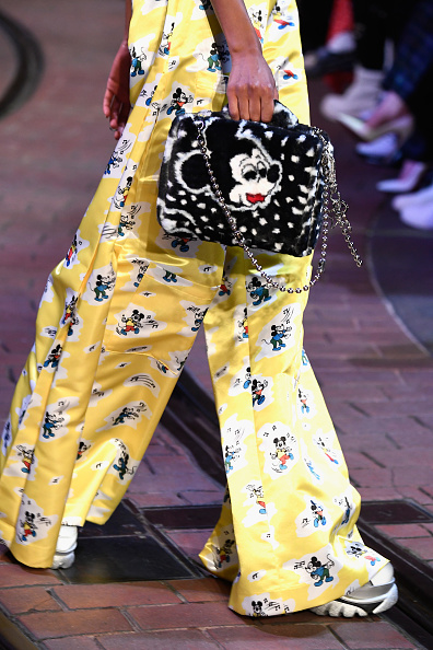 ミッキーマウス「Disney kicks off 'Mickey the True Original' campaign in celebration of Mickey's 90th anniversary with a fashion show at Disneyland featuring a Mickey-inspired collection by Opening Ceremony」:写真・画像(7)[壁紙.com]