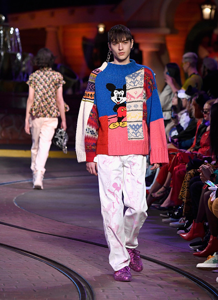 Mickey Mouse「Disney kicks off 'Mickey the True Original' campaign in celebration of Mickey's 90th anniversary with a fashion show at Disneyland featuring a Mickey-inspired collection by Opening Ceremony」:写真・画像(0)[壁紙.com]