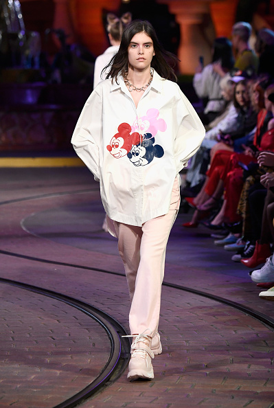 Mickey Mouse「Disney kicks off 'Mickey the True Original' campaign in celebration of Mickey's 90th anniversary with a fashion show at Disneyland featuring a Mickey-inspired collection by Opening Ceremony」:写真・画像(8)[壁紙.com]