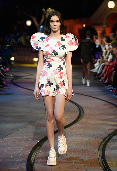 Mickey Mouse「Disney kicks off 'Mickey the True Original' campaign in celebration of Mickey's 90th anniversary with a fashion show at Disneyland featuring a Mickey-inspired collection by Opening Ceremony」:写真・画像(6)[壁紙.com]