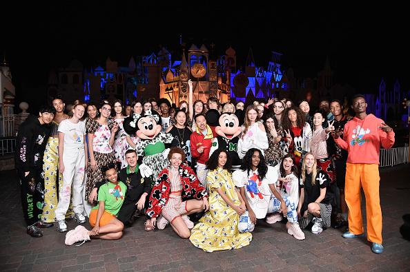 カリフォルニア ディズニーランド「Disney kicks off 'Mickey the True Original' campaign in celebration of Mickey's 90th anniversary with a fashion show at Disneyland featuring a Mickey-inspired collection by Opening Ceremony」:写真・画像(19)[壁紙.com]