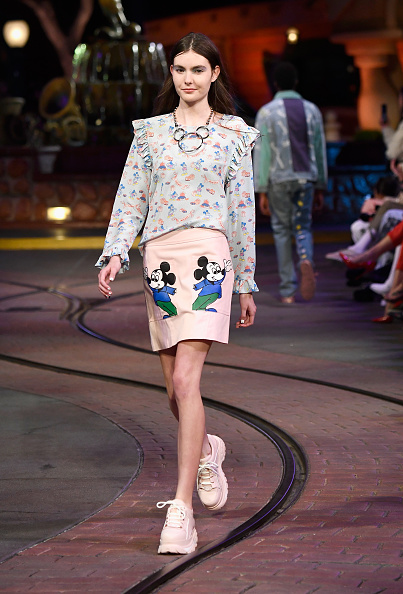 Mickey Mouse「Disney kicks off 'Mickey the True Original' campaign in celebration of Mickey's 90th anniversary with a fashion show at Disneyland featuring a Mickey-inspired collection by Opening Ceremony」:写真・画像(17)[壁紙.com]