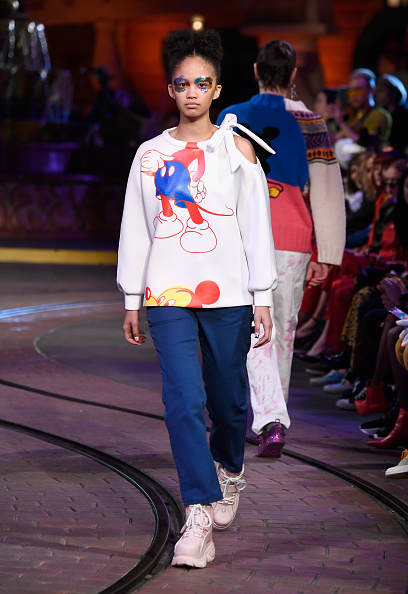 Mickey Mouse「Disney kicks off 'Mickey the True Original' campaign in celebration of Mickey's 90th anniversary with a fashion show at Disneyland featuring a Mickey-inspired collection by Opening Ceremony」:写真・画像(1)[壁紙.com]