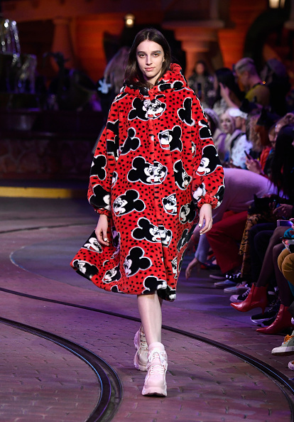 Mickey Mouse「Disney kicks off 'Mickey the True Original' campaign in celebration of Mickey's 90th anniversary with a fashion show at Disneyland featuring a Mickey-inspired collection by Opening Ceremony」:写真・画像(18)[壁紙.com]