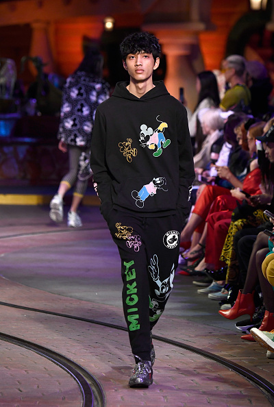 Mickey Mouse「Disney kicks off 'Mickey the True Original' campaign in celebration of Mickey's 90th anniversary with a fashion show at Disneyland featuring a Mickey-inspired collection by Opening Ceremony」:写真・画像(5)[壁紙.com]