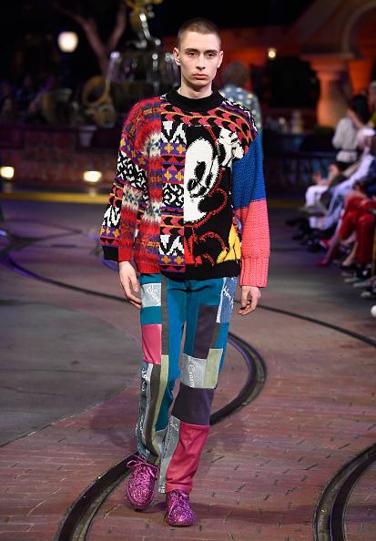 ミッキーマウス「Disney kicks off 'Mickey the True Original' campaign in celebration of Mickey's 90th anniversary with a fashion show at Disneyland featuring a Mickey-inspired collection by Opening Ceremony」:写真・画像(7)[壁紙.com]