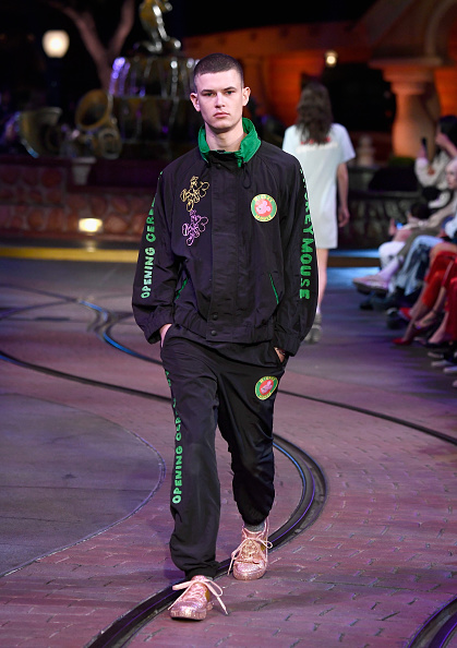 Mickey Mouse「Disney kicks off 'Mickey the True Original' campaign in celebration of Mickey's 90th anniversary with a fashion show at Disneyland featuring a Mickey-inspired collection by Opening Ceremony」:写真・画像(3)[壁紙.com]