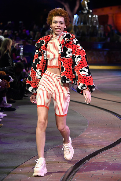Mickey Mouse「Disney kicks off 'Mickey the True Original' campaign in celebration of Mickey's 90th anniversary with a fashion show at Disneyland featuring a Mickey-inspired collection by Opening Ceremony」:写真・画像(7)[壁紙.com]