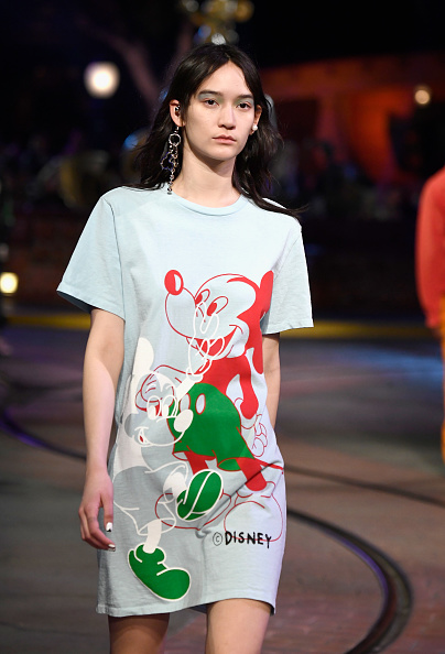 Mickey Mouse「Disney kicks off 'Mickey the True Original' campaign in celebration of Mickey's 90th anniversary with a fashion show at Disneyland featuring a Mickey-inspired collection by Opening Ceremony」:写真・画像(2)[壁紙.com]