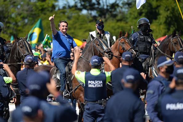 Jair Bolsonaro「Bolsonaro Attends Manifestation With His Supporters in Front of Palacio do Planalto Amidst the Coronavirus (COVID - 19) Pandemic」:写真・画像(6)[壁紙.com]