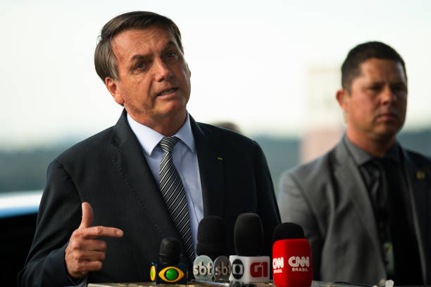President Jair Bolsonaro Meets with the Press and His Supporters Amidst the Outbreak of the Coronavirus (COVID - 19):ニュース(壁紙.com)