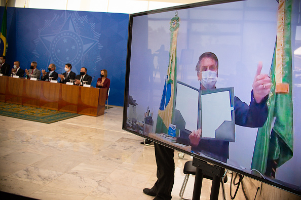 Andressa Anholete「President Jair Bolsonaro Sanctions New Legal Framework For Basic Sanitation Via Video conference Amidst Coronavirus Pandemic」:写真・画像(1)[壁紙.com]