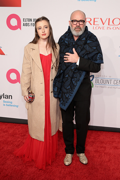 Two People「14th Annual Elton John AIDS Foundation An Enduring Vision Benefit - Arrivals」:写真・画像(6)[壁紙.com]