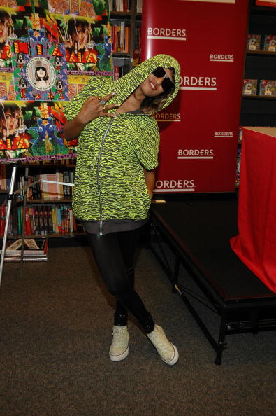 Columbus Circle「M.I.A. Signs Her Current Album KALA At Borders Books & Music」:写真・画像(9)[壁紙.com]