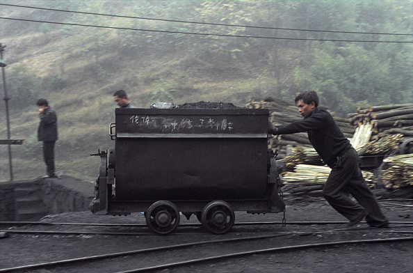 18-19 Years「China is one of the largest producer of coal in the world, but it has also one of the  worse recorded mining conditions. To make matters worse, illegal coal mining has increased over the years making coal miners lives at even more risks. Lan Ba Coal Mine」:写真・画像(12)[壁紙.com]