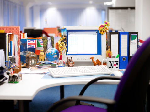Souvenir「Desk in an Open Plan Office Covered in International Souvenirs」:スマホ壁紙(6)