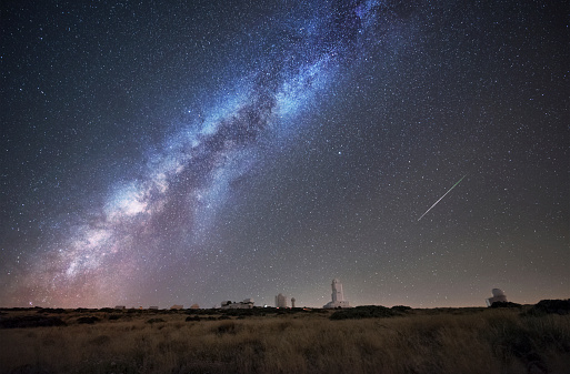 Atlantic Islands「Spain, Tnerife, Milky way and perseid meteor, over Teide Izana astronomical observatory.」:スマホ壁紙(17)
