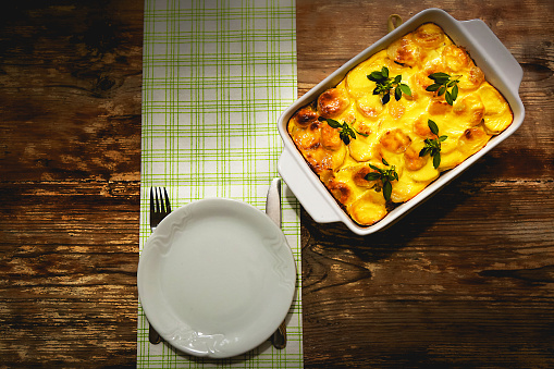 Cheese「Freshly cooked Serbian moussaka meal in white casserole」:スマホ壁紙(4)
