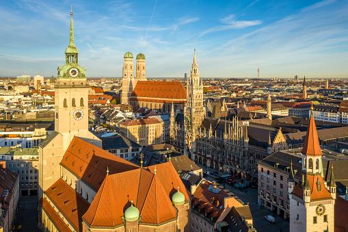 Munich「Peterskirche and Rathaus」:スマホ壁紙(3)
