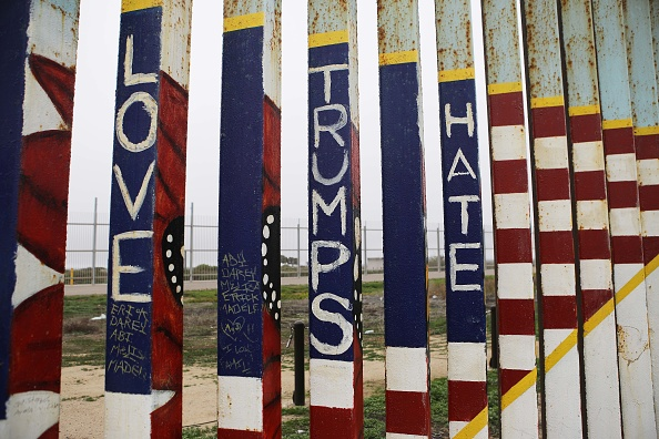 International Border Barrier「Shelters In Border Town Of Tijuana Aids Deportees From The U.S..」:写真・画像(18)[壁紙.com]